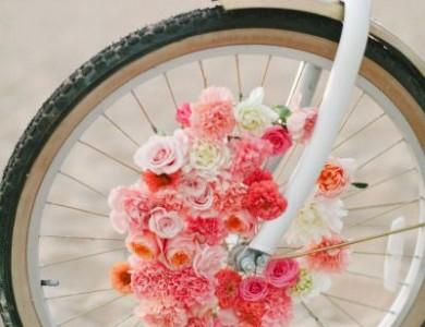 bicicleta cu flori roz