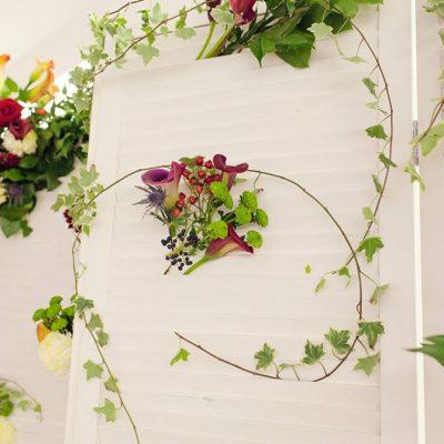 Decor photo corner cu flori proaspete si colorate