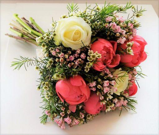 Buchet bujori corai si trandafiri albi daisy_2