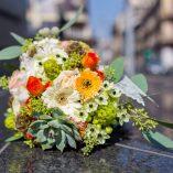 Buchet delicat de toamna cu minicrizanteme, trandafiri, Ornithogalum