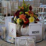 Decor de toamna pentru mesele invitatilor in dovleac