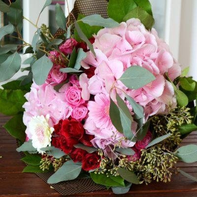 Buchet cu hortensie, miniroze, eucalipt si gerbera