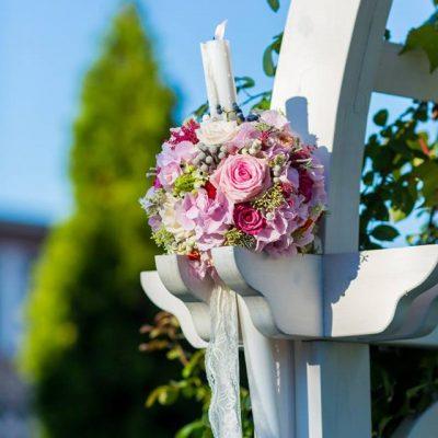 Lumanari cununie cu flori roz