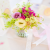 Aranjament-floral-in-borcanel-cu-panglici